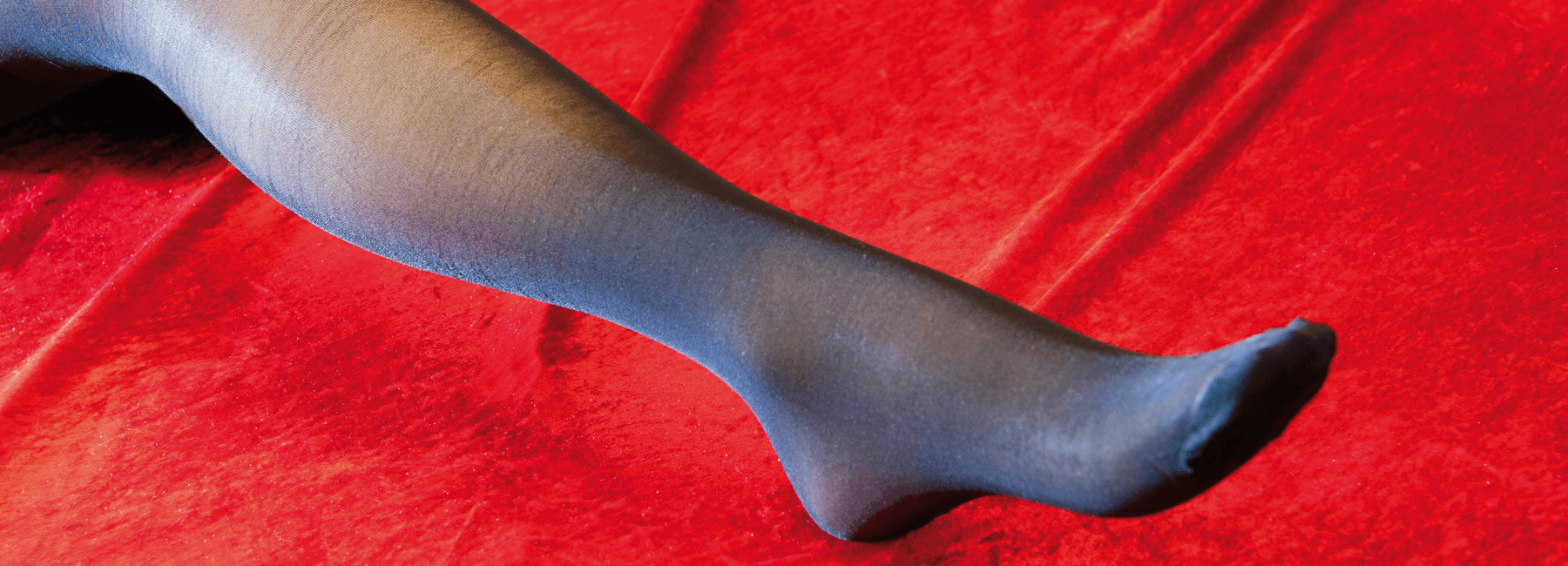 Nicht jede Retro-Lady liebt Strumpfhalter. Kein Problem: Auch eine Strumpfhose im Vintage-Stil macht traumschöne Beine! Ergänzen Sie z.B. Ihren Retro-Look mit einer passenden Nahtstrumpfhose … oder dürfen es gar Punkte sein?