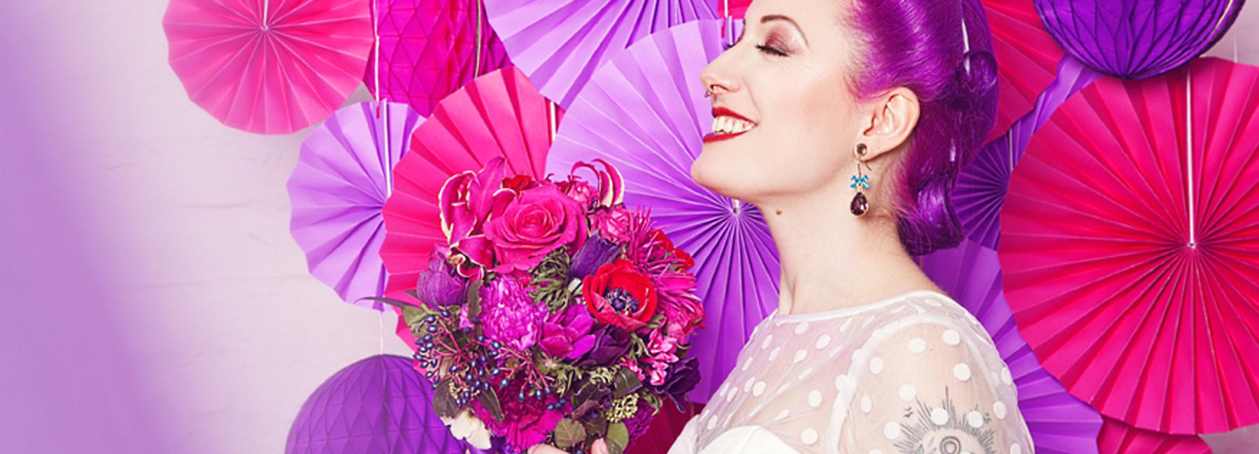 Für den schönsten Tag im Leben muss es das schönste Kleid sein! Deshalb finden Sie in unserem Onlineshop eine mit besonders viel Liebe ausgewählte Kollektion von romantischen Vintage Brautkleidern – in edlem Creme oder Weiß, mit Petticoat und Spitze.