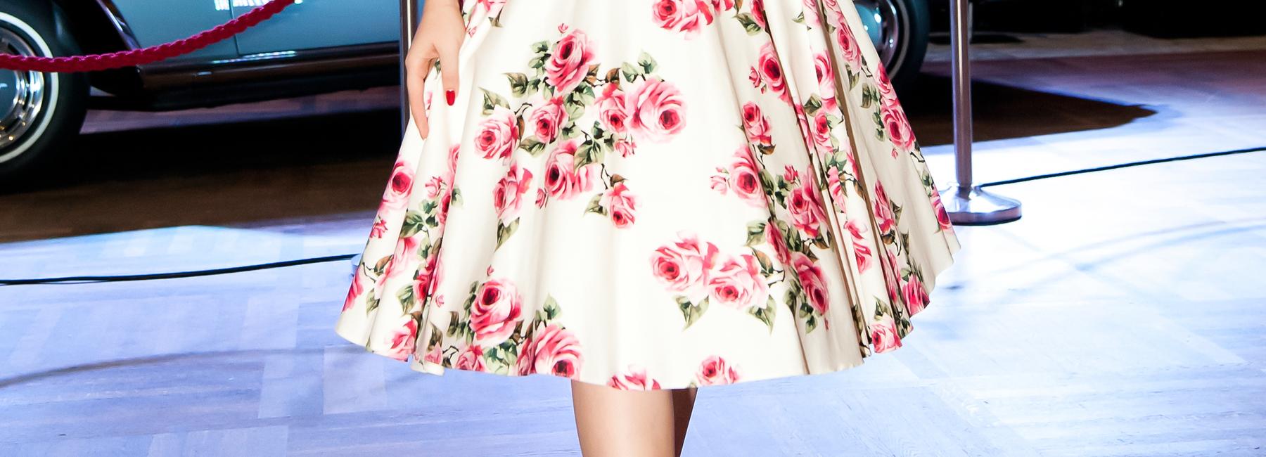Klar, dass man bei Vintage-Kleidern sofort an Wespentaille, Rock'n'Roll und Petticoat denkt! Die Rockabilly-Kleider und Tea Dresses der 50er Jahre sind legendär. Und der Swing-Stil trägt seine weit schwingenden Röcke sogar (wenn auch zufällig) im Namen.