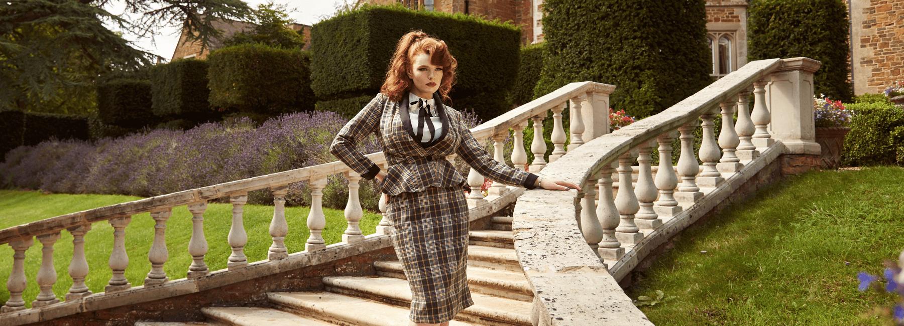 Sie möchten den Vintage-Stil auch im Job nicht missen? Dann gehört mindestens ein Retro-Zweiteiler in den Kleiderschrank. Mit der eleganten Kombination aus Blazer und Rock sind echte 1950er- und 60er-Ladies auch im 21. Jahrhundert jederzeit gut angezogen.
