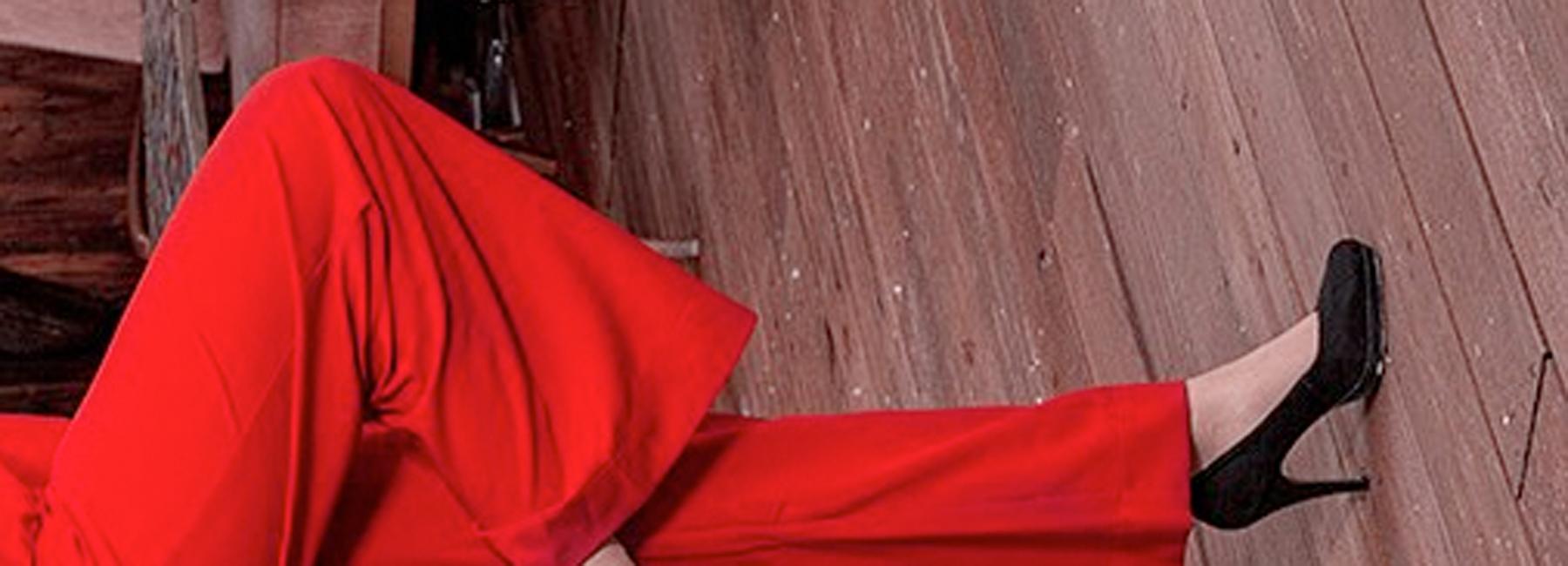 Ein Hauch von Old Hollywood kommt mit eleganten Vintage-Jumpsuits im Stil der 20er, 30er und 40er Jahre ins Spiel. Die charakteristischen Overalls sehen an jeder Frau toll aus und sind dabei unschlagbar bequem!
